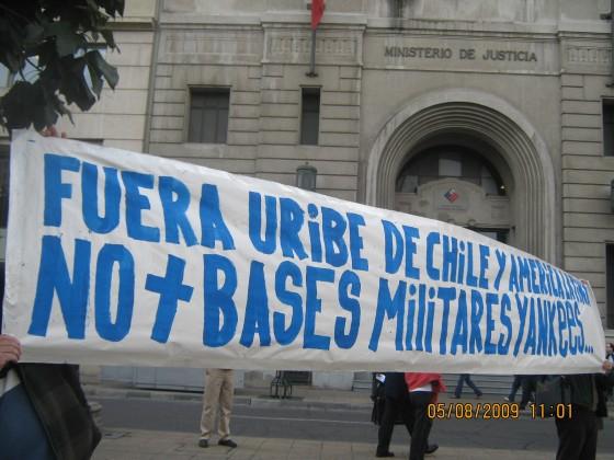 Manifestantes en la plaza de la constitución - Santiago de Chile.