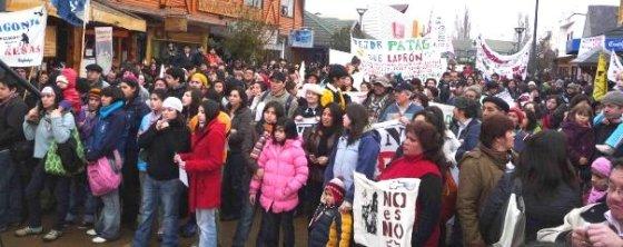 La gente en la Calle - Marcha por un Chile SIN Represas - Coyhaique, Agosto de 2009.